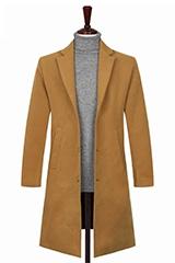 Стильное мужское бежевое пальто.