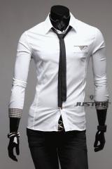 Белая мужская рубашка в комплекте с галстуком