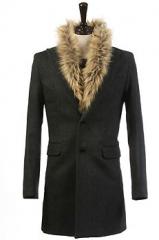 Классическое пальто с меховым воротником